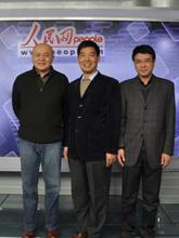 嘉宾与人民网副总裁合影