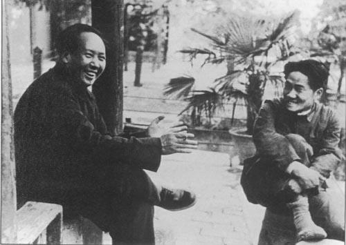 1949年与毛岸英在香山双清别墅。