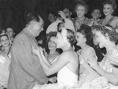1957年10月29日,毛泽东观看苏联芭蕾舞团演出《天鹅湖》。