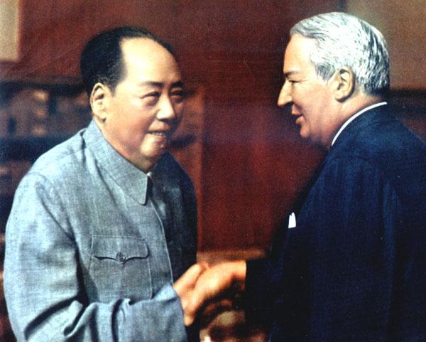 1974年5月会见英国首相希思。