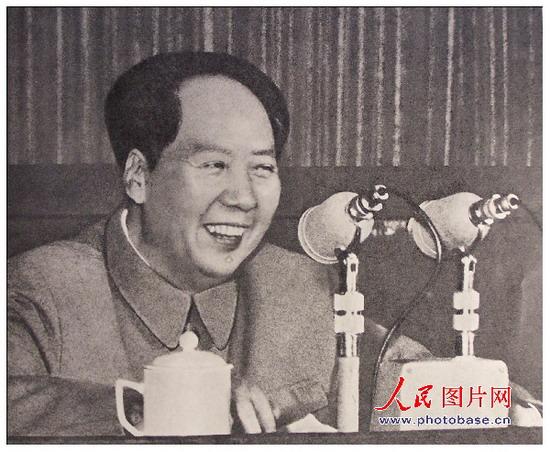 1958年,毛泽东八大二次会议上。