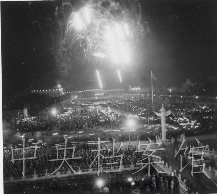 1949年10月1日,天安门广场举行的庆祝开国大典的晚会