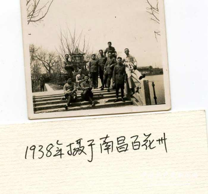 编者按:4月3日是中国人民解放军高级将领、开国上将赖传珠同志诞辰105周年纪念日。赖传珠是一位无产阶级革命家、军事家、新四军主要领导人之一,是中国人民解放军优秀的指挥员和政治工作领导干部。他把毕生精力献给了中国人民解放事业和共产主义事业,为党和人民建立了卓越功勋。他历时25载写下的战地日记也是留给后人的宝贵精神财富。 聂荣臻评价我军优秀的高级将领 大埠暴动失败后,赖传珠毅然走上井冈山。从此,他在毛泽东领导下,南征北战,血染疆场,戎马一生。他从基层连队干起,先后担任团长兼政委、师参谋长、新四军参谋长、军区