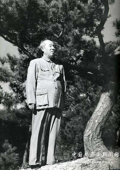 董必武:从清末秀才成长为无产阶级革命家 曾为六角钱向党中央写检讨信