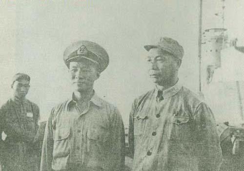1949年4月,陈士榘在南京接见国民党起义将领林遵-开国上将陈士榘