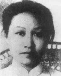 赵一曼  1935年11月15 日,二团被日伪军围困在一座山间,赵一曼协助团长指挥作战。三天后,在敌人抓捕时,赵一曼腿部中弹被打断,因失血过多而昏迷,不幸被捕牺牲。【详细】