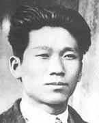 """金根  1937年10月,日寇从佳木斯派来了以原间岛协助会会长金东汉为首的""""治安工作班"""",对八军进行政治诱降活动。金根同敌人进行了针锋相对的斗争,并将劝降人员全部消灭。【详细】"""
