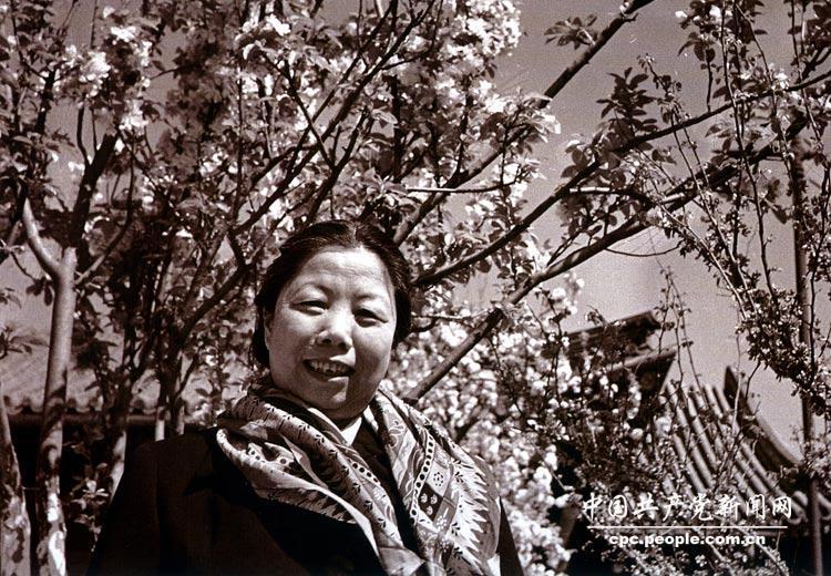 """永远的""""邓大姐"""":记录邓颖超一生的30张珍贵照片(组图)"""