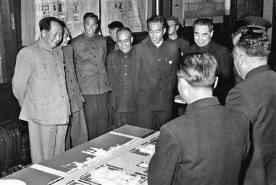 万里与毛泽东等历任中共中央领导人珍贵合影(组图)