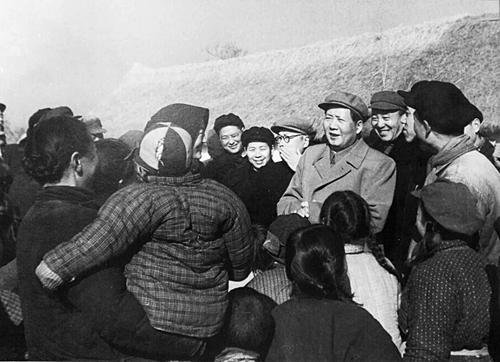 全心全意为人民服务的典范——毛泽东时时处处关心人民疾苦