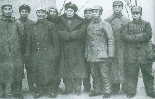 1947年1月,陈士榘(右二)和其他华东野战军领导。