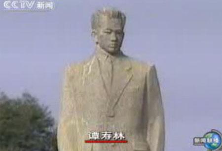 北大校园李大钊雕像戴口罩图片