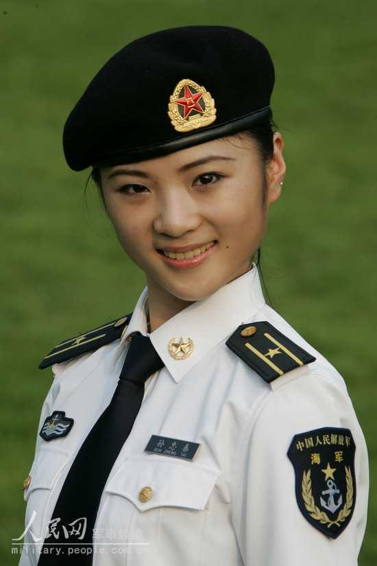 著07式夏常服的海军女军官-O七 式军服图片