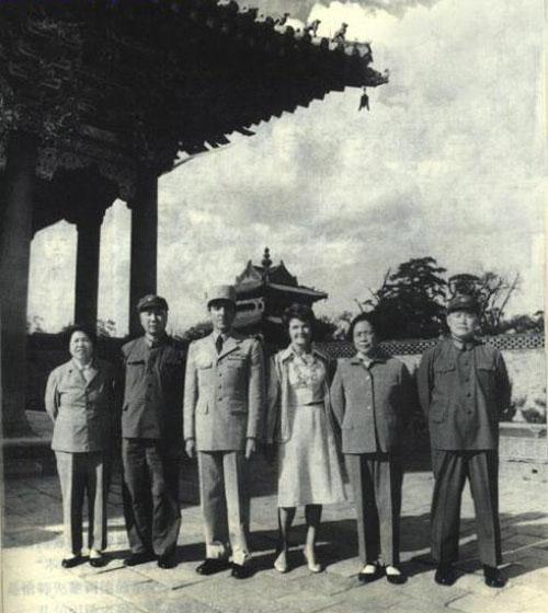 武将军(左)及夫人赵志珍
